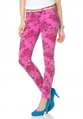 Rožiniai spalvingi džinsai