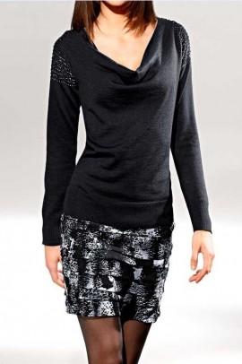 Juodas megztinis