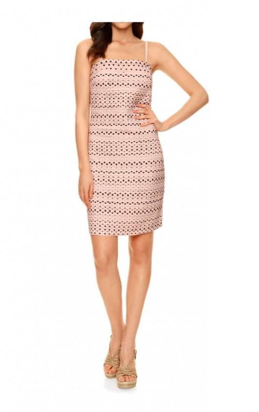 Pudros spalvos suknelė su taškeliais