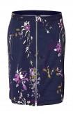 Mėlynas sijonas su gėlių motyvais