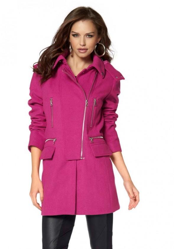 Ryškus vilnonis paltas. Liko 38 dydis