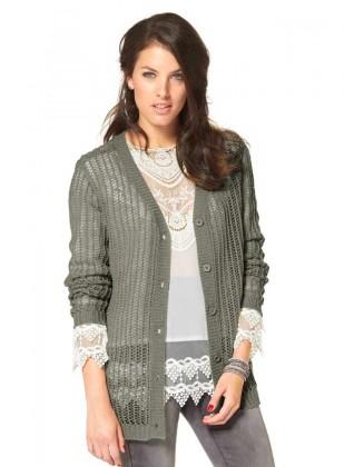 Pilkas megztinis su sagomis