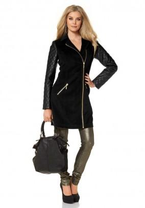 Juodas paltukas odinėmis rankovėmis