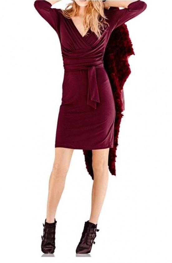 Ekstravagantiška bordo suknelė