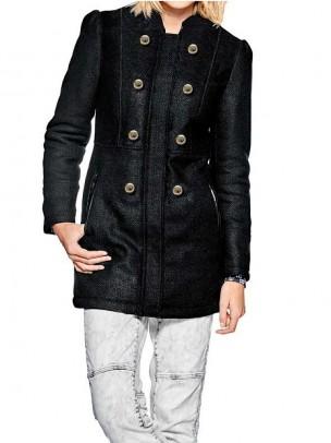 Trumpas juodas paltukas su vilna