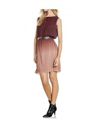 Klostuota bordo suknelė