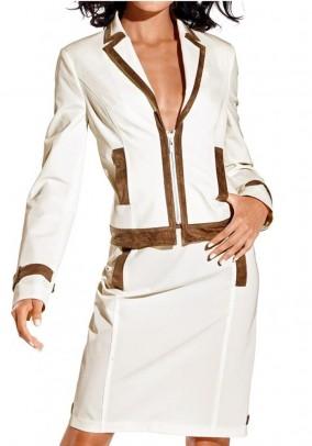 Šviesus švarko ir sijono kostiumas