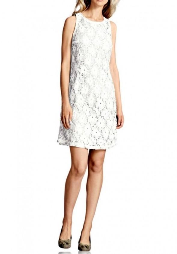 Šviesi nėriniuota suknelė