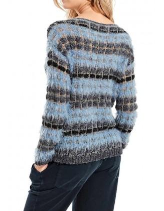 Pūkuotas mėlynas megztinis