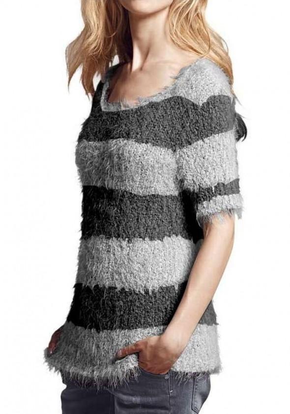 Pilkas dryžuotas megztinis