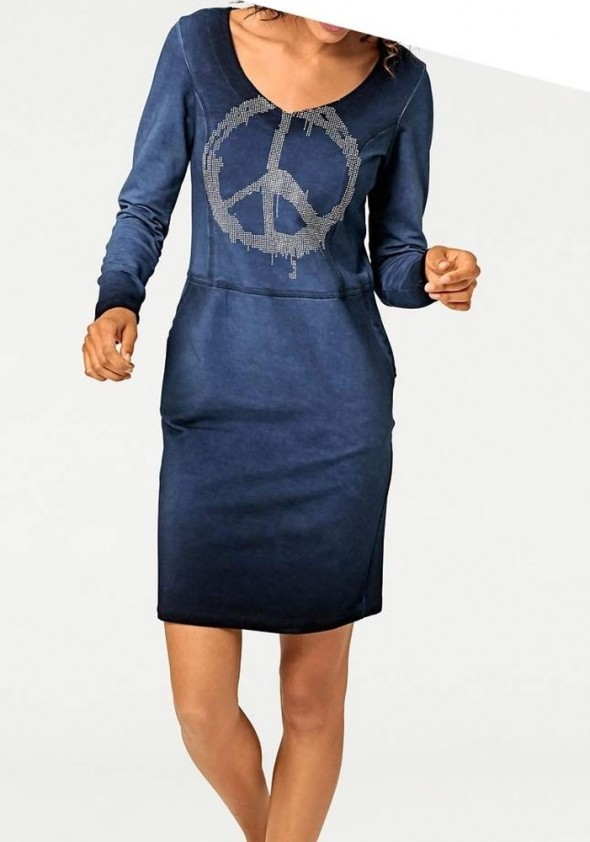 Mėlyna suknelė su ornamentu