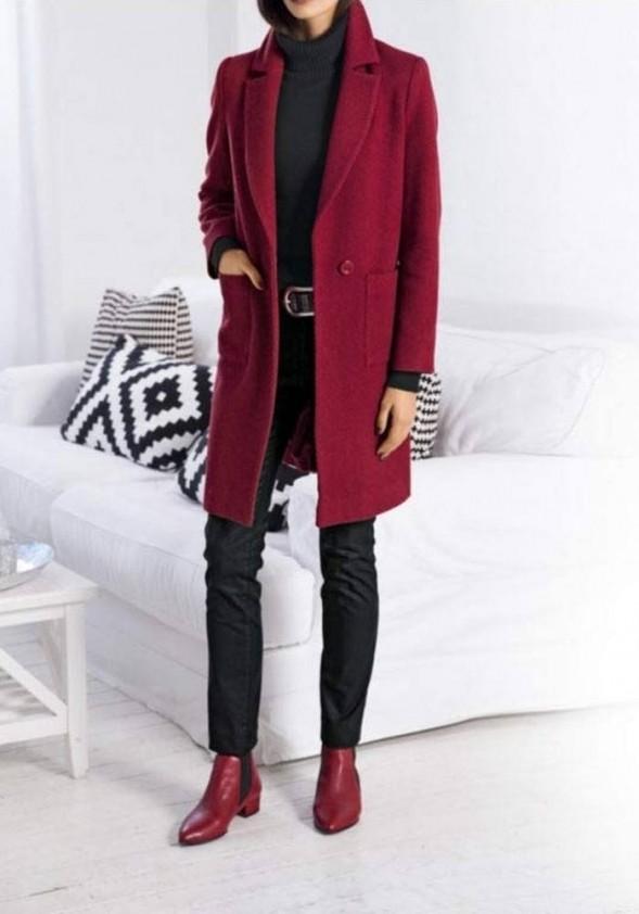 Raudonas paltas su vilna. Liko 36 dydis