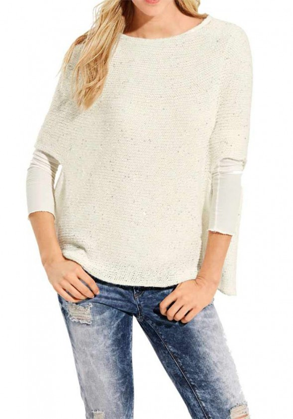 Žvyneliais dekoruotas baltas megztinis