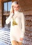 Šviesus dekoruotas megztinis