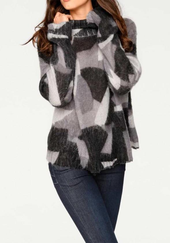 Pilkas megztinis aukšta apykakle