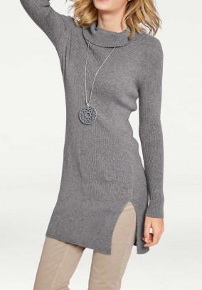 Pilkas megztinis atverčiama apykakle