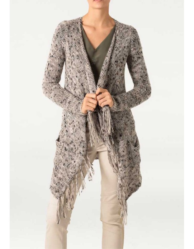 Ilgas megztinis su kutais