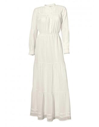 Ilga balta suknelė