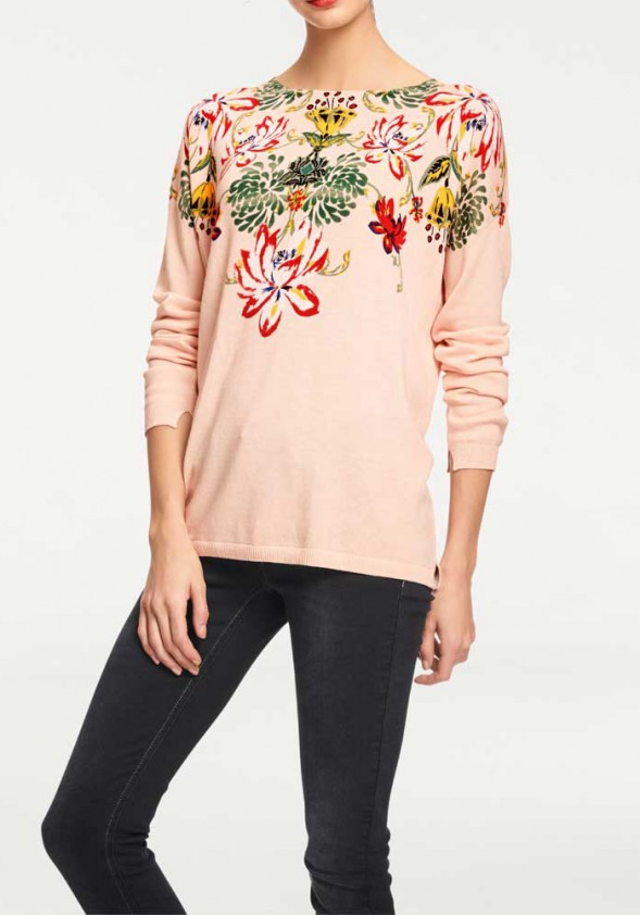 Pudros spalvos dekoruotas megztinis