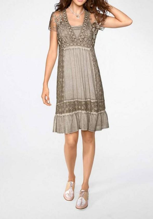 Nėriniuota rusva suknelė