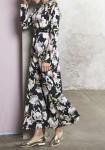 Ilga suknelė su gėlių motyvais
