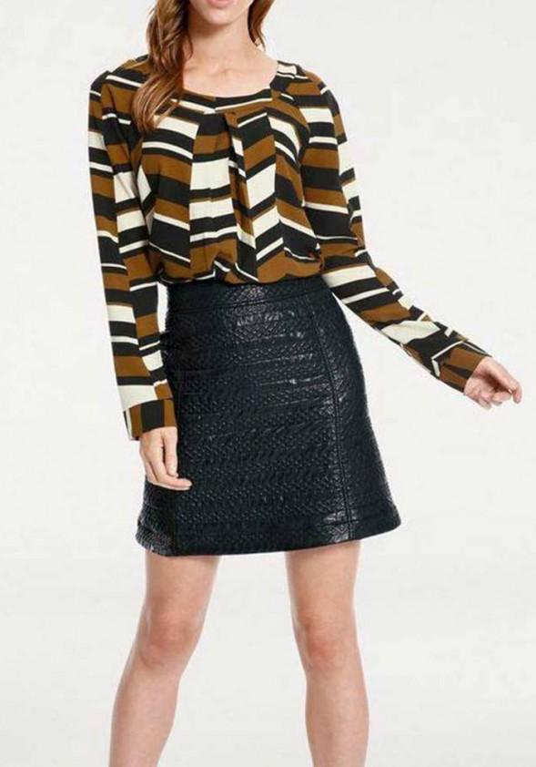 Trumpas juodas sijonas