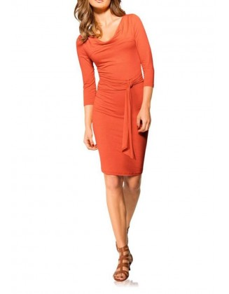Oranžinė aptempta suknelė