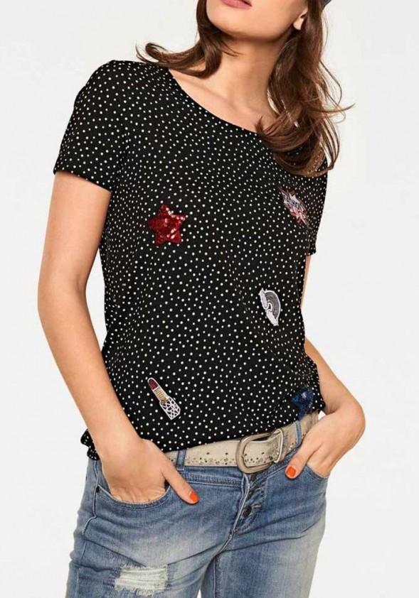 Juodi marškinėliai su taškeliais