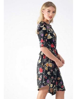 Juoda asimetrinė suknelė