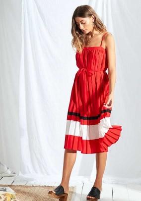 Raudona klostuota suknelė. Liko S, L ir XL dydis