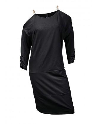 Juoda suknelė su dekoruotais pečiais