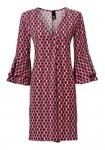Margaspalvė suknelė plačiomis rankovėmis