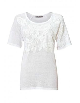 Žvyneliais dekoruota balta palaidinė