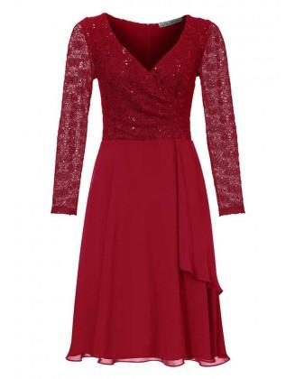 Raudona kokteilinė suknelė