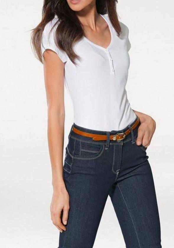 Balti marškinėliai su sagutėmis