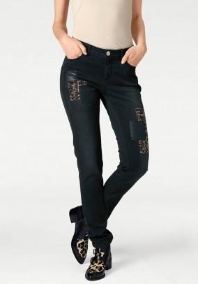 Juodi dekoruoti džinsai