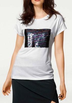 Balti dekoruoti marškinėliai