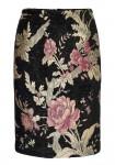 Juodas sijonas su gėlėmis