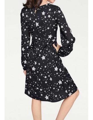 Juoda suknelė su žvaigždėmis