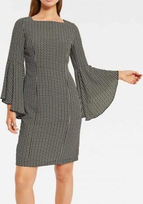 Suknelė platėjančiomis rankovėmis