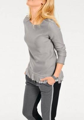 Pilkas megztinis su kutais