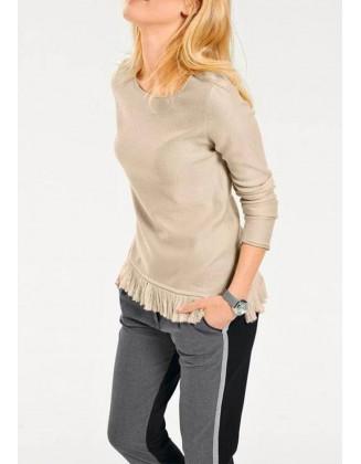 Šviesus megztinis su kutais
