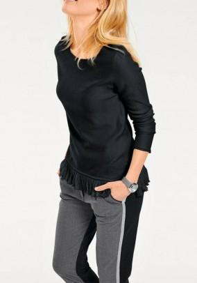 Juodas megztinis su kutais