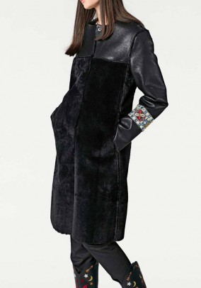 Originalus juodas kailinis paltas. Liko 38/40 dydis