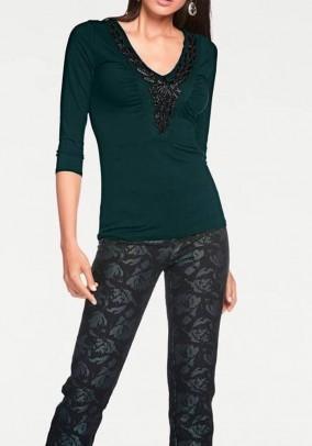 Žali dekoruoti marškinėliai