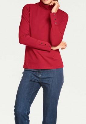 Raudonas megztinis aukštu kaklu