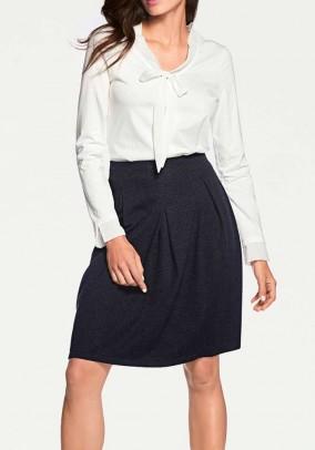 Tamsiai mėlynas sijonas