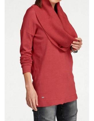 Raudonas megztinis + šalis