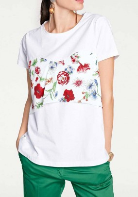 Balti marškinėliai su gėlėmis