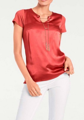 Shirt with silk and chain, red